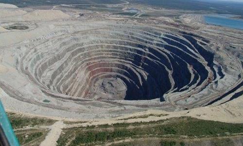 Contre les projets miniers