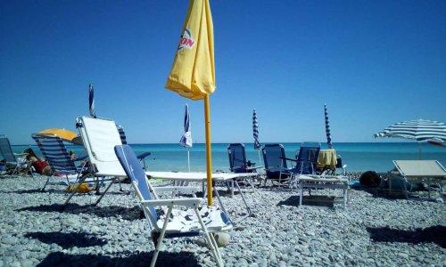 Pétition : Non aux places réservées sur les plages publiques !