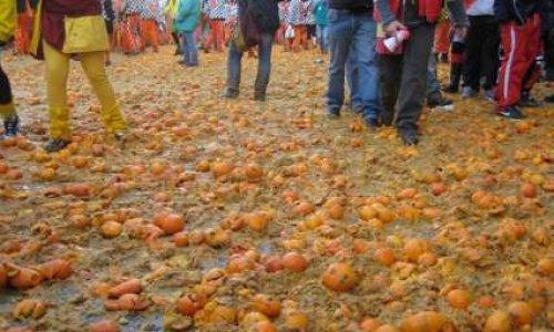 Les oranges pour les pauvres pas pour les batailles aux carnavals