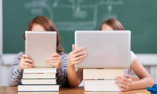 Pétition : Remplacer les livres par des tablettes au lycée , on n'en veut pas !