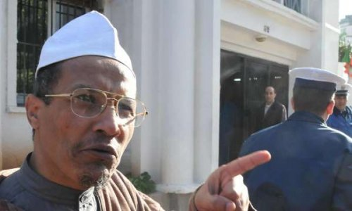 Pétition : Laisser Cheikh Ali BENHADJ faire sa prière du vendredi