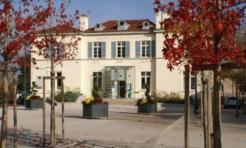 Contre la fermeture annoncée et progressive du bureau de poste et de la banque postale sur la commune de Grézieu-la-Varenne