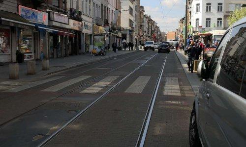 Contre le piétonnier et la suppression de places de parking dans la rue Wayez et l'ouverture de la place de la résistance à la circulation