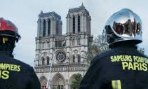 Médaille de l'ordre du mérite pour les pompiers de Paris ayant sauvé Notre Dame de Paris