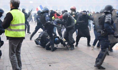 Pour la MISE à PIED des policiers coupables de violence abusive sur les manifestants !