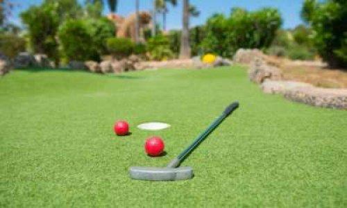 Changeons le nom de mini-golf en golf, pour changer le nom du golf en méga-golf