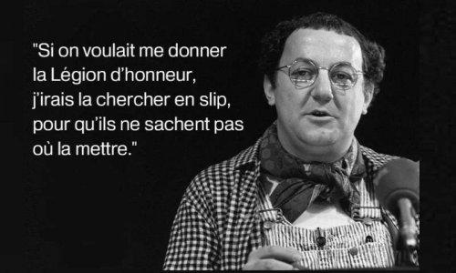Coluche La Légion d'Honneur en slip