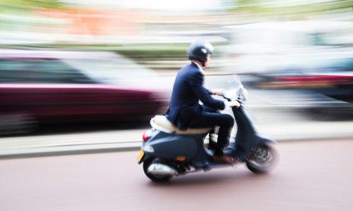 Pour des conducteurs de scooters plus assurés, plus protégés