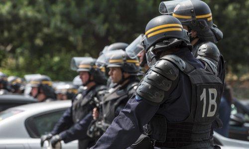 Obligation du port de caméra pour les forces de l'ordre