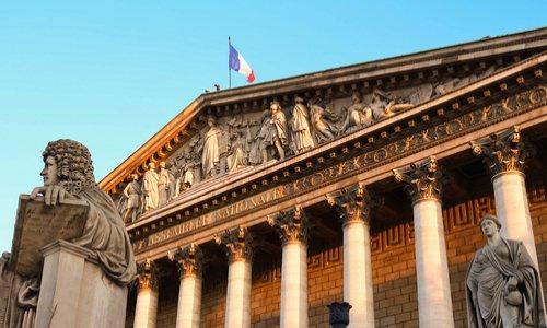 Dissolution de l'assemblée nationale suite à la crise du COVID-19