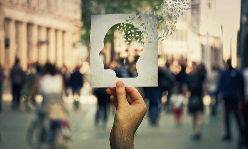 Aide aux aidants familiaux qui gardent un membre de leur famille atteint d'Alzheimer