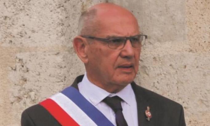 Contre la nouvelle municipalité de Cour Cheverny et pour le retour de Monsieur Croissandeau