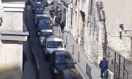 Demande d'intervention d'urgence pour résoudre les problèmes de circulation des rues du Roi de Sicile et rue Pavée