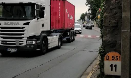 SOS  URGENT pour la sécurisation des piétons et des vélos dans la traversée du centre bourg de Saint Julien L'Ars 86800 sur la RD 951 Poitiers-Chauvigny-Châteauroux
