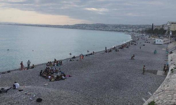 Non à l'interdiction d'accès aux plages de Nice les soirs de week-end !