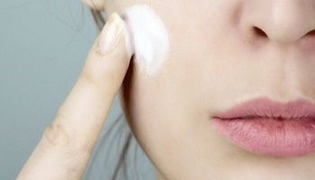 Survey : Did you develop an illness caused by a cosmetic product?