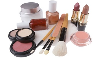 Survey : Do you think that a cosmetic product can be toxic?